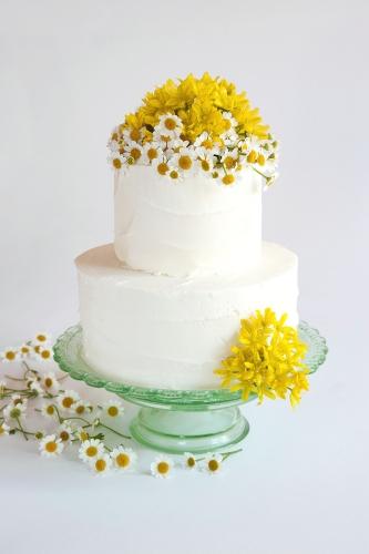 WEDDING CAKE_BUTTERCREME GÄNSEBLÜMCHEN